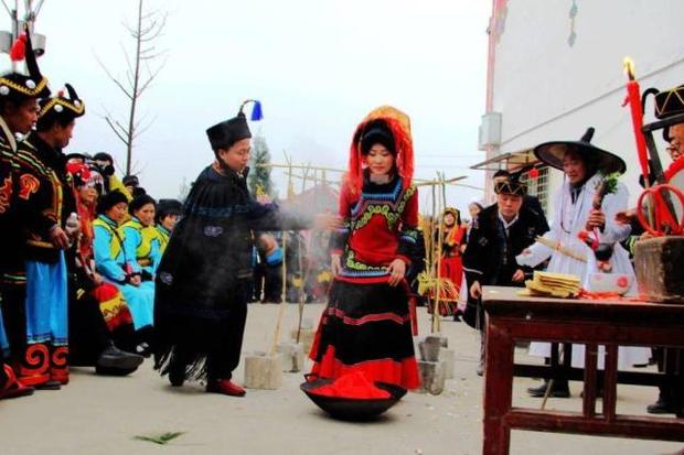 Đính hôn từ bé: Hủ tục ép duyên lạc hậu tước đoạt hạnh phúc của những đứa con ngoan ở nông thôn Trung Quốc - Ảnh 3.