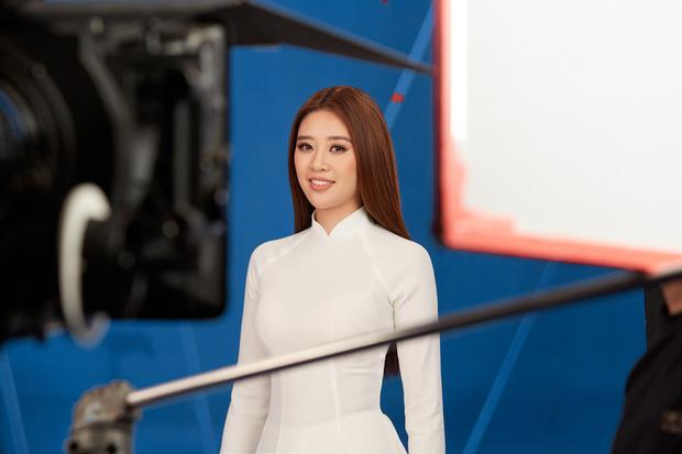 Hoa hậu Khánh Vân mang áo dài, đồ bảo hộ vào hình hiệu Road To Miss Universe 2020 - Ảnh 1.
