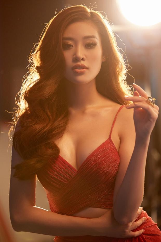 Hoa hậu Khánh Vân mang áo dài, đồ bảo hộ vào hình hiệu Road To Miss Universe 2020 - Ảnh 2.