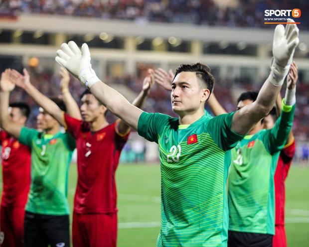 Văn Lâm khiến HLV Park Hang-seo đau đầu trước vòng loại World Cup 2022 - Ảnh 1.