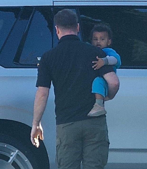 Kim Kardashian và Kanye lộ diện sau tin ly hôn: Đều không đeo nhẫn cưới, nam rapper bán vội bộ nữ trang tặng vợ để lấy 92 tỷ? - Ảnh 6.
