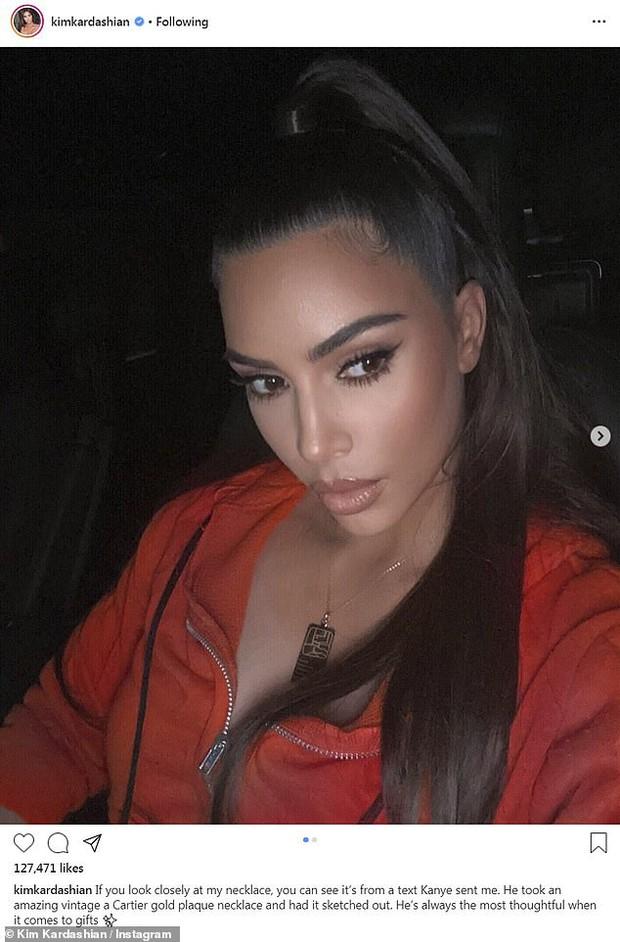 Kim Kardashian và Kanye lộ diện sau tin ly hôn: Đều không đeo nhẫn cưới, nam rapper bán vội bộ nữ trang tặng vợ để lấy 92 tỷ? - Ảnh 9.