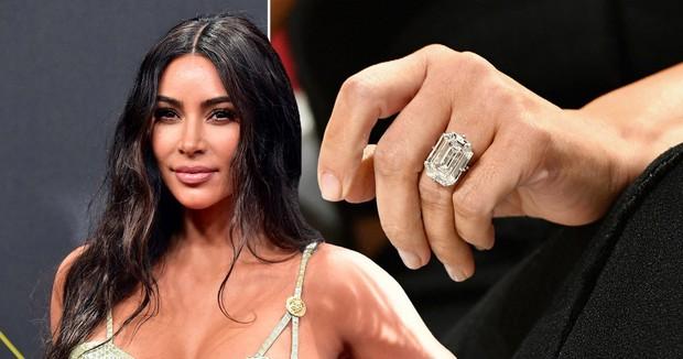 Kim Kardashian và Kanye lộ diện sau tin ly hôn: Đều không đeo nhẫn cưới, nam rapper bán vội bộ nữ trang tặng vợ để lấy 92 tỷ? - Ảnh 7.