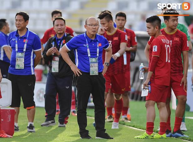 HLV Park Hang-seo cảm thấy có lỗi với các trợ lý và tuyển thủ Việt Nam - Ảnh 1.
