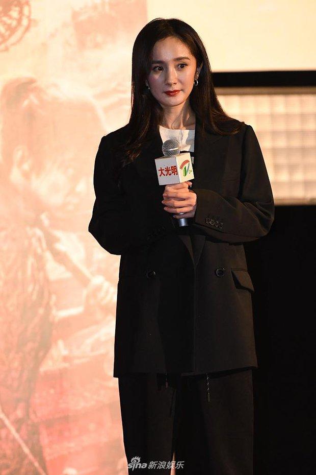 Dương Mịch lần đầu lộ diện sau tin đồn mang thai với Lưu Khải Uy, visual xuống dốc không phanh đến ngỡ ngàng - Ảnh 5.