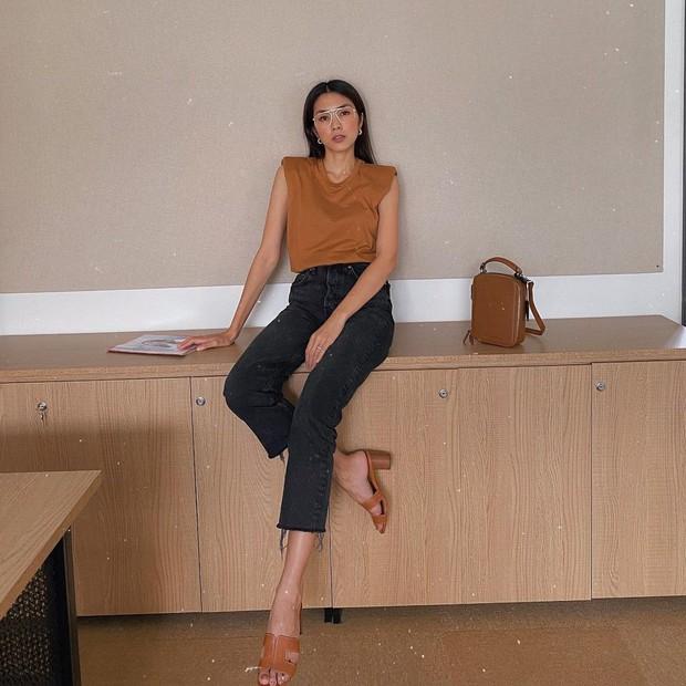 Làm dâu nhà hào môn nhưng Hà Tăng chỉ mê diện lại giày cũ, nể nhất là mỗi lần lại một style khác biệt - Ảnh 4.