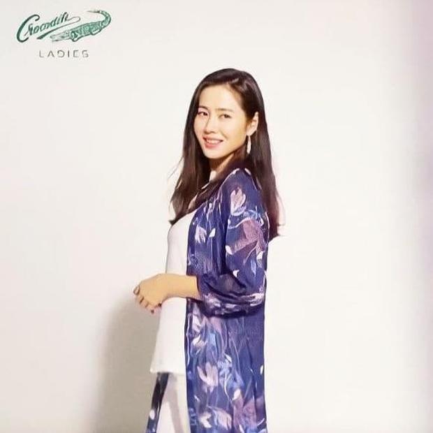 Giữa nghi vấn mang thai, Son Ye Jin xuất hiện bên Hyun Bin nhưng nhất quyết che vóc dáng? - Ảnh 4.