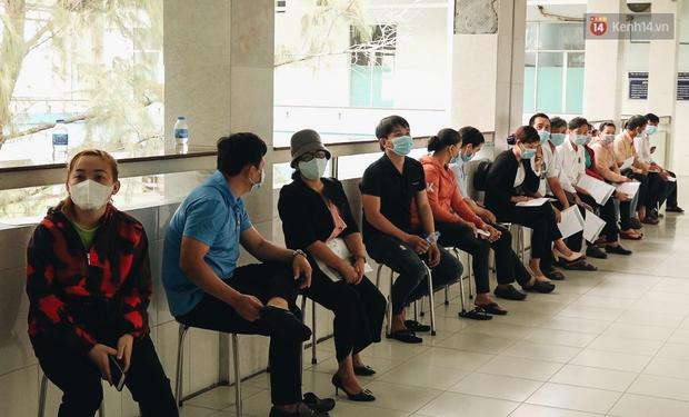 Cận cảnh những mũi tiêm vaccine Covid-19 của Việt Nam cho người dân Long An - Ảnh 2.