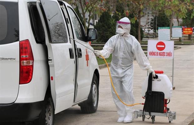 Nhìn lại một tháng cả nước chống đợt dịch Covid-19 thứ 3: Số ca nhiễm tăng nhanh, vaccine được xác định là vũ khí lợi hại chiến thắng đại dịch - Ảnh 2.