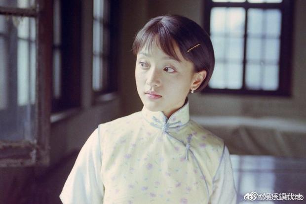 Ngẩn ngơ tạo hình thi sĩ Châu Tấn 21 năm trước, để kiểu tóc Chaiko vẫn bùng nổ visual - Ảnh 1.