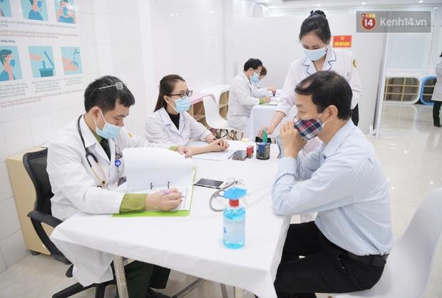 Ảnh: 35 người đầu tiên tiêm thử nghiệm lâm sàng vaccine phòng Covid-19 Việt Nam giai đoạn 2 tại Hà Nội - Ảnh 7.