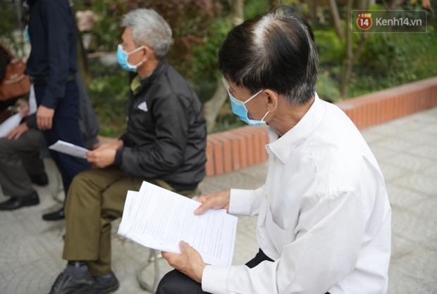 Ảnh: 35 người đầu tiên tiêm thử nghiệm lâm sàng vaccine phòng Covid-19 Việt Nam giai đoạn 2 tại Hà Nội - Ảnh 3.