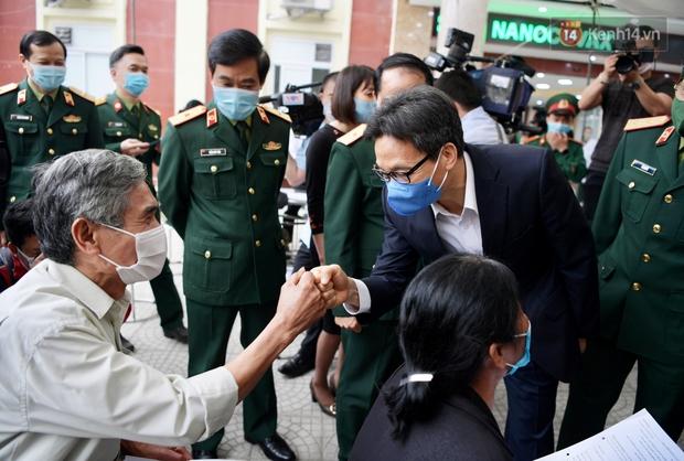 Ảnh: 35 người đầu tiên tiêm thử nghiệm lâm sàng vaccine phòng Covid-19 Việt Nam giai đoạn 2 tại Hà Nội - Ảnh 5.