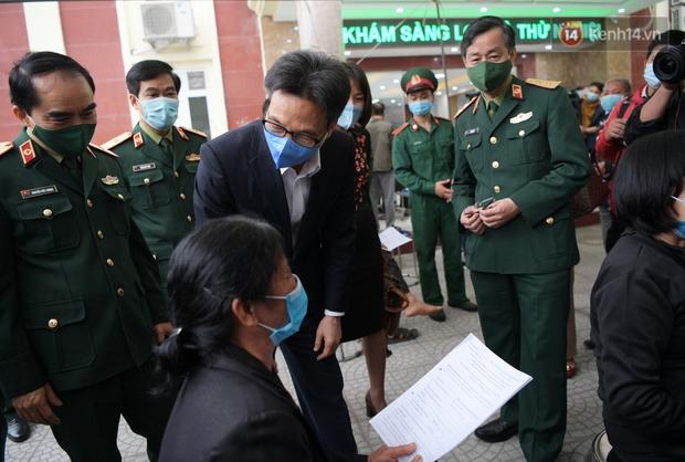 PTT Vũ Đức Đam đến thăm các tình nguyện viên tham gia thử nghiệm vaccine Việt Nam giai đoạn 2 tại Hà Nội - Ảnh 2.