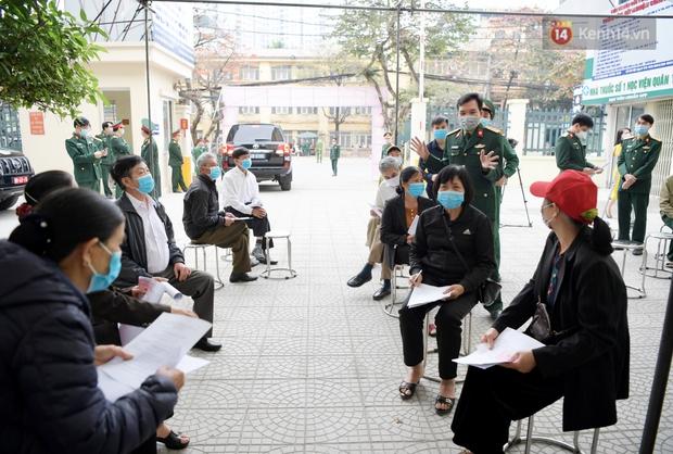 Ảnh: 35 người đầu tiên tiêm thử nghiệm lâm sàng vaccine phòng Covid-19 Việt Nam giai đoạn 2 tại Hà Nội - Ảnh 1.