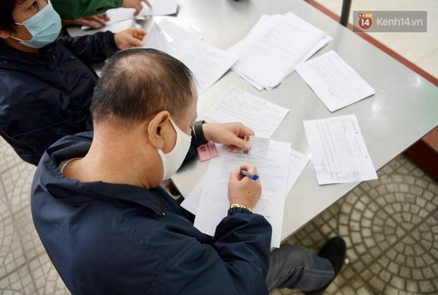 Ảnh: 35 người đầu tiên tiêm thử nghiệm lâm sàng vaccine phòng Covid-19 Việt Nam giai đoạn 2 tại Hà Nội - Ảnh 4.