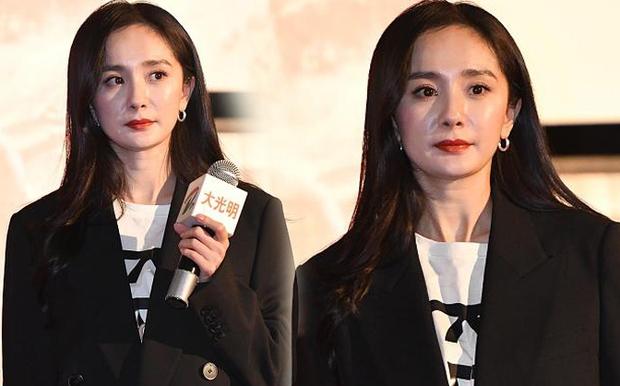 Xót xa hình ảnh cô con gái 5 tuổi ôm chặt Lưu Khải Uy không rời, Dương Mịch lại bị réo tên vì vô trách nhiệm - Ảnh 8.