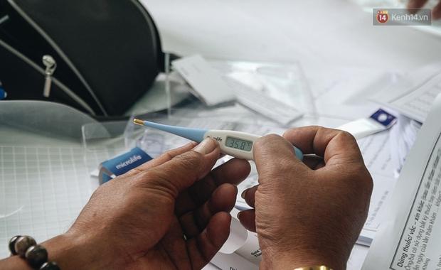 Cận cảnh những mũi tiêm vaccine Covid-19 của Việt Nam cho người dân Long An - Ảnh 11.