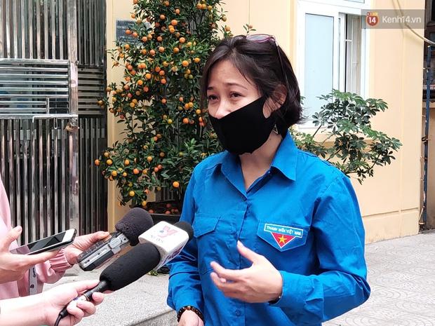 """Sự xuất hiện bất ngờ của PTT Vũ Đức Đam và """"cú chạm tay"""" đầy khích lệ với tình nguyện viên thử nghiệm vaccine Việt Nam - Ảnh 4."""