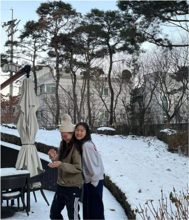Choi Ji Woo lần đầu hé lộ hình ảnh con gái đầu lòng, netizen xỉu lên xỉu xuống vì quá đáng yêu - Ảnh 6.