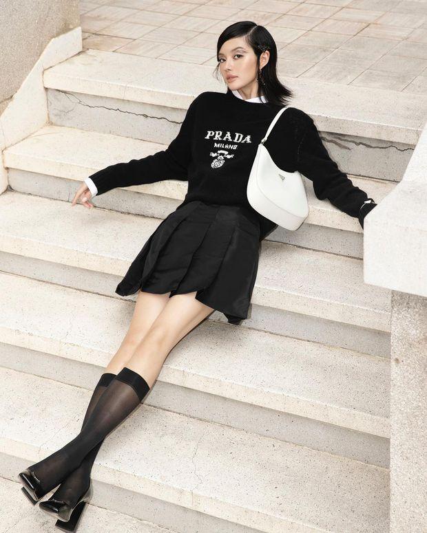 Hậu lời nguyền đại sứ, Prada vẫn hot ầm ầm nhờ chiếc túi lấy lòng mỹ nhân khắp nơi, sao nữ Việt dùng cũng siêu nhiều - Ảnh 8.