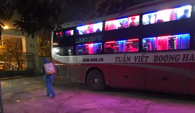 Nghệ An: Chặn bắt chiếc xe giường nằm chở 7 người Trung Quốc nhập cảnh trái phép - Ảnh 1.