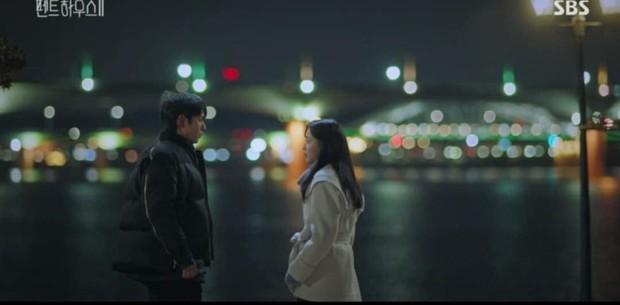 Đang ngấu nghiến hôn chồng cũ, ác nữ Seo Jin bị chồng mới bắt sống tại trận ở Penthouse 2 tập 3 - Ảnh 7.