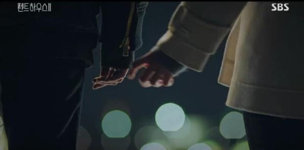 Đang ngấu nghiến hôn chồng cũ, ác nữ Seo Jin bị chồng mới bắt sống tại trận ở Penthouse 2 tập 3 - Ảnh 8.