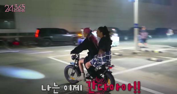Rosé đèo Jisoo trên con xe y chang ảnh G-Dragon bị Dispatch tóm, hoá ra hẹn hò Jennie ở hậu trường quay MV Lovesick Girls? - Ảnh 6.