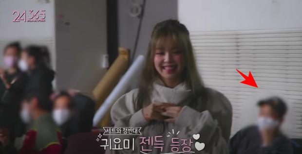 Rosé đèo Jisoo trên con xe y chang ảnh G-Dragon bị Dispatch tóm, hoá ra hẹn hò Jennie ở hậu trường quay MV Lovesick Girls? - Ảnh 3.