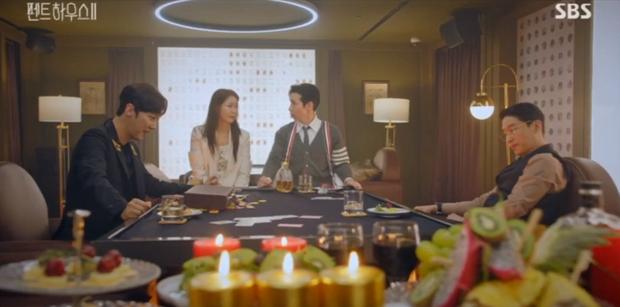 Đang ngấu nghiến hôn chồng cũ, ác nữ Seo Jin bị chồng mới bắt sống tại trận ở Penthouse 2 tập 3 - Ảnh 5.