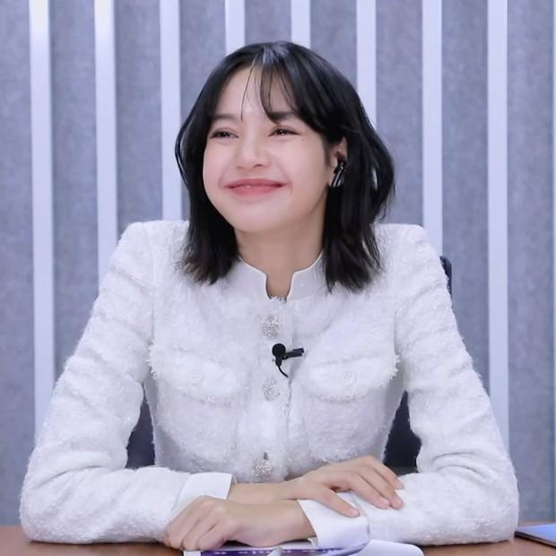 """Bất ngờ vén tóc mái 200 tỷ"""" trên TXCB, Lisa (BLACKPINK) trở thành mỹ nhân hot nhất Weibo hôm nay - Ảnh 7."""