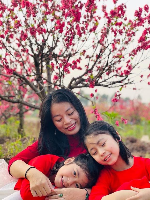 Cô bé 6 tuổi tự khâu cặp sách bị hỏng, nghe người mẹ giải thích mới thấy đáng yêu quá chừng! - Ảnh 3.