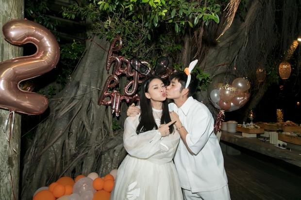 Ngô Thanh Vân công khai kề cận Huy Trần, ra mắt Xuân Lan - Jun Phạm và hội bạn sao Vbiz trong tiệc sinh nhật hoành tráng - Ảnh 4.