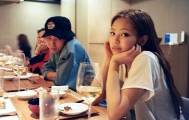 """G-Dragon """"sủng"""" Jennie đến nghiện từ lâu: 9 năm trước đã quá tận tâm, giờ luôn kè kè chăm sóc, lộ cả loạt """"hint"""" ít ai để ý - Ảnh 2."""