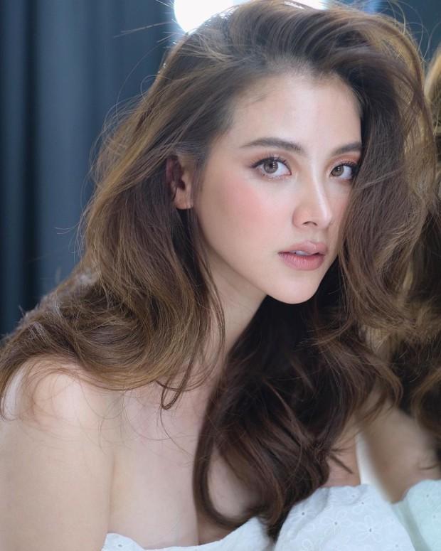 """Vẫn biết nữ thần Baifern (Chiếc Lá Bay) đẹp, nhưng ai ngờ diễm lệ đến mức khiến netizen Việt """"nghẹt thở"""" như bộ ảnh này - Ảnh 3."""