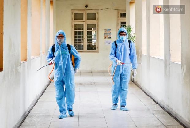 Trường học tại Hà Nội tổng vệ sinh, phun khử khuẩn chuẩn bị đón học sinh đi học trở lại - Ảnh 5.