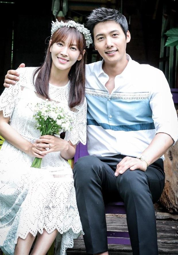 """Ai ngờ ác nữ Kim So Yeon lại gặp chồng thật ngoài đời trong chính phim Penthouse, hé lộ cảm xúc khó nói khi """"đụng độ"""" - Ảnh 7."""