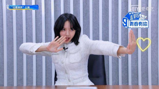 Lisa thể hiện đẳng cấp lão sư khi nhảy Kick It (NCT 127), là người duy nhất cover giống Taeyong khi lắc hông không trật nhịp nào? - Ảnh 8.