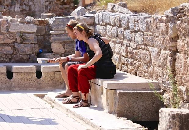Kinh dị chuyện nhà vệ sinh công cộng thời La Mã, nơi tất cả mọi người chùi chung bằng 1 cái que - Ảnh 5.