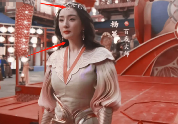 Xuất hiện bên người tình màn ảnh Hứa Khải, Dương Mịch lộ khuyết điểm tóc thưa rõ rệt, visual già đi trông thấy - Ảnh 8.
