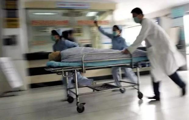 Người phụ nữ 43 tuổi đột ngột bị nhồi máu não, liệt nửa người sau khi cấp cứu, bác sĩ chỉ ra 3 món ăn là thủ phạm được cực nhiều người mê - Ảnh 1.