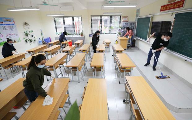 Trường học ở Hà Nội chuẩn bị đón học sinh trở lại trong trạng thái bình thường mới - Ảnh 1.