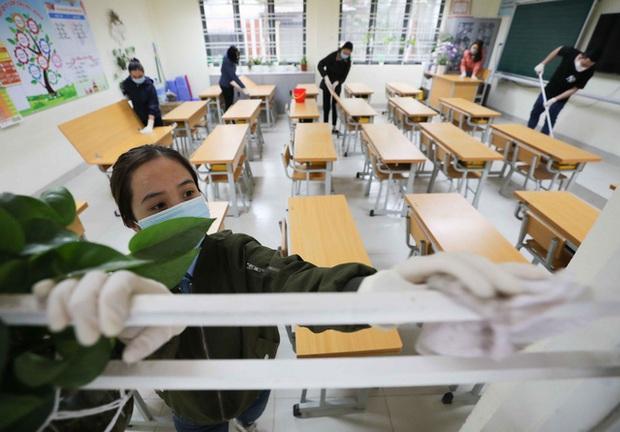Trường học ở Hà Nội chuẩn bị đón học sinh trở lại trong trạng thái bình thường mới - Ảnh 2.