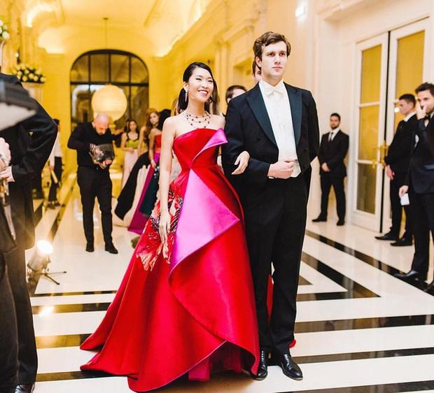 Thế hệ F1 tài năng của đế chế truyền thông sản xuất gameshow Rap Việt: Tốt nghiệp hạng ưu Oxford, tham dự dạ vũ danh giá nhất thế giới, sáng lập quỹ từ thiện xây cầu cho trẻ em vùng xa - Ảnh 3.