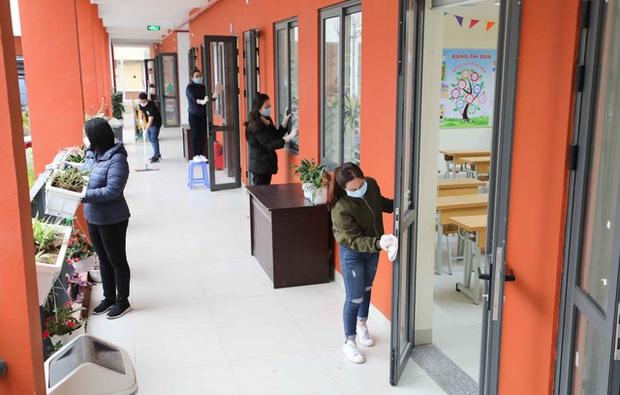 Trường học ở Hà Nội chuẩn bị đón học sinh trở lại trong trạng thái bình thường mới - Ảnh 3.