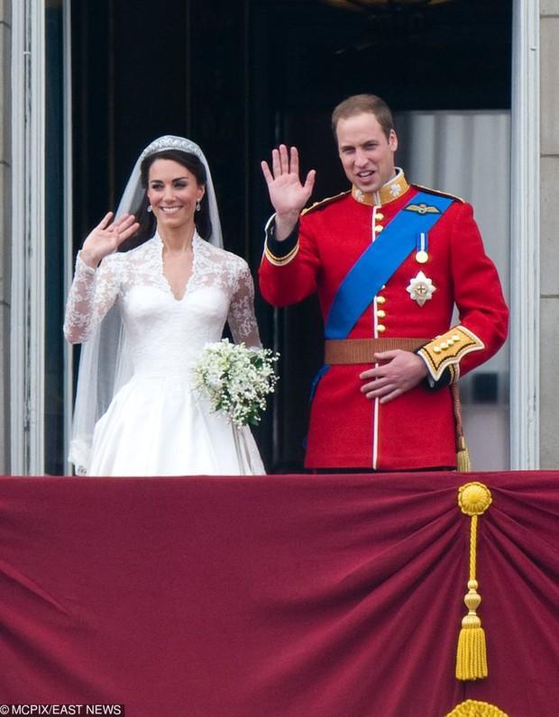 Những lần quy định Hoàng gia Anh bị phá tan bởi chính Nữ hoàng Elizabeth II: Ai mà nghĩ Nữ hoàng cũng có lúc nổi loạn đến vậy - Ảnh 6.