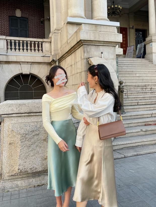 Street style Châu Á: Nhiều màu sắc xuống phố nhưng bất ngờ nhất là màn khoe eo mỏng dính của cô nàng váy cam - Ảnh 4.