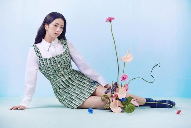 Jisoo lại đổi style diện váy, chuyển hẳn sang hệ tiểu thư nhà giàu chứ không còn xì tin như trước kia nữa - Ảnh 6.