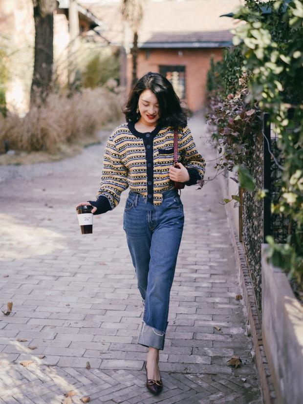 Street style Châu Á: Nhiều màu sắc xuống phố nhưng bất ngờ nhất là màn khoe eo mỏng dính của cô nàng váy cam - Ảnh 6.